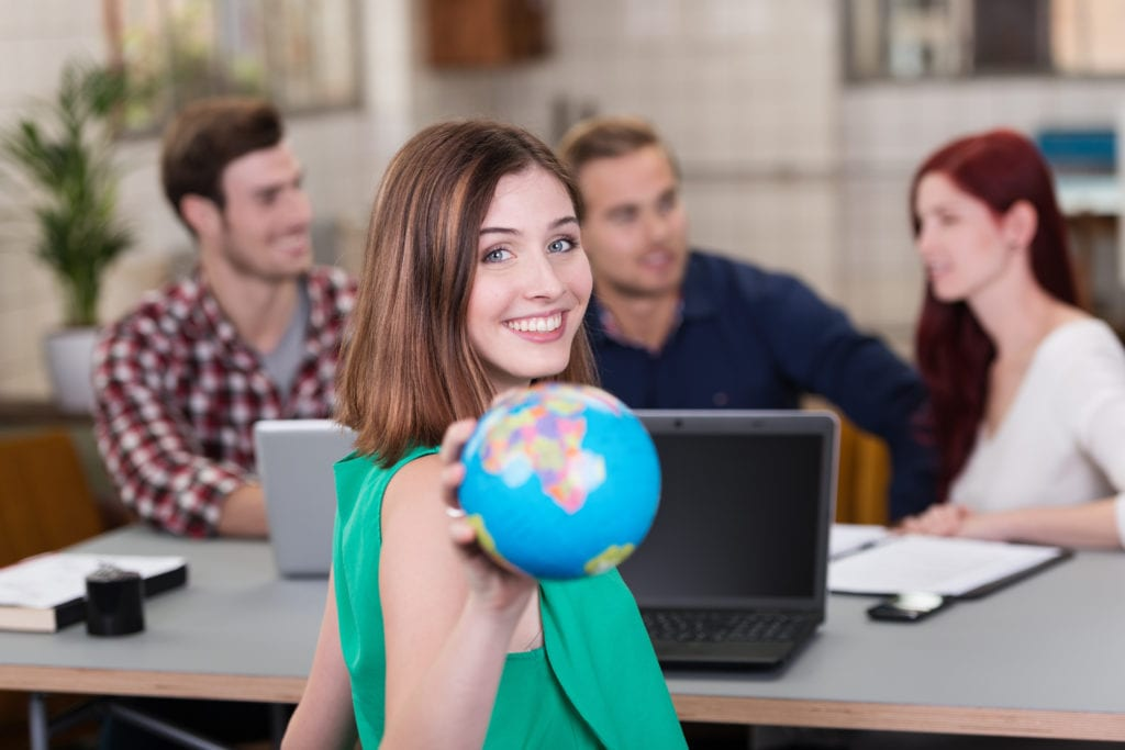 Des étudiants au travail en salle Bachelor du Lycée Charles Péguy