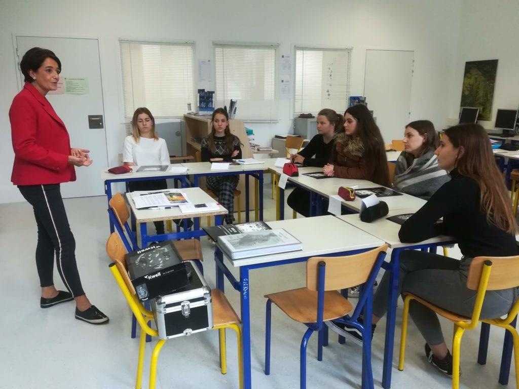 Mme GARCIA et la classe de MC Accueil Réception avec Mme BALDY