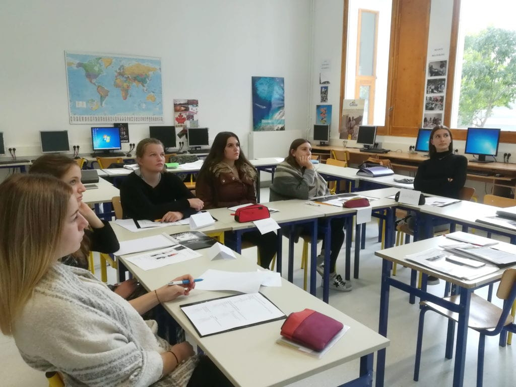 Les Mention Complémentaire Accueil Réception dans leur classe