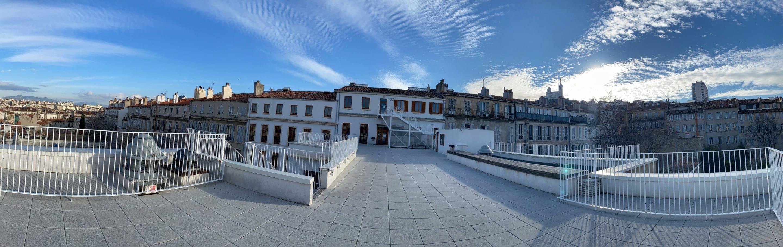 Vue panoramique du Lycée Charles Péguy depuis la grande terrasse du troisième étage le jour des Portes ouvertes de janvier 2021
