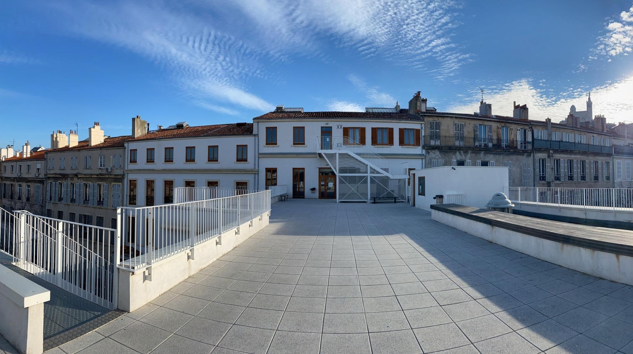 Terrasse du 3ème et Notre dame de la Garde au Lycée Charles Péguy Marseille